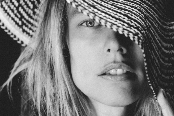 ROZHOVOR S HELENOU HOUDOVOU: Pochopila jsem, že láska jsem já | Nový Fénix